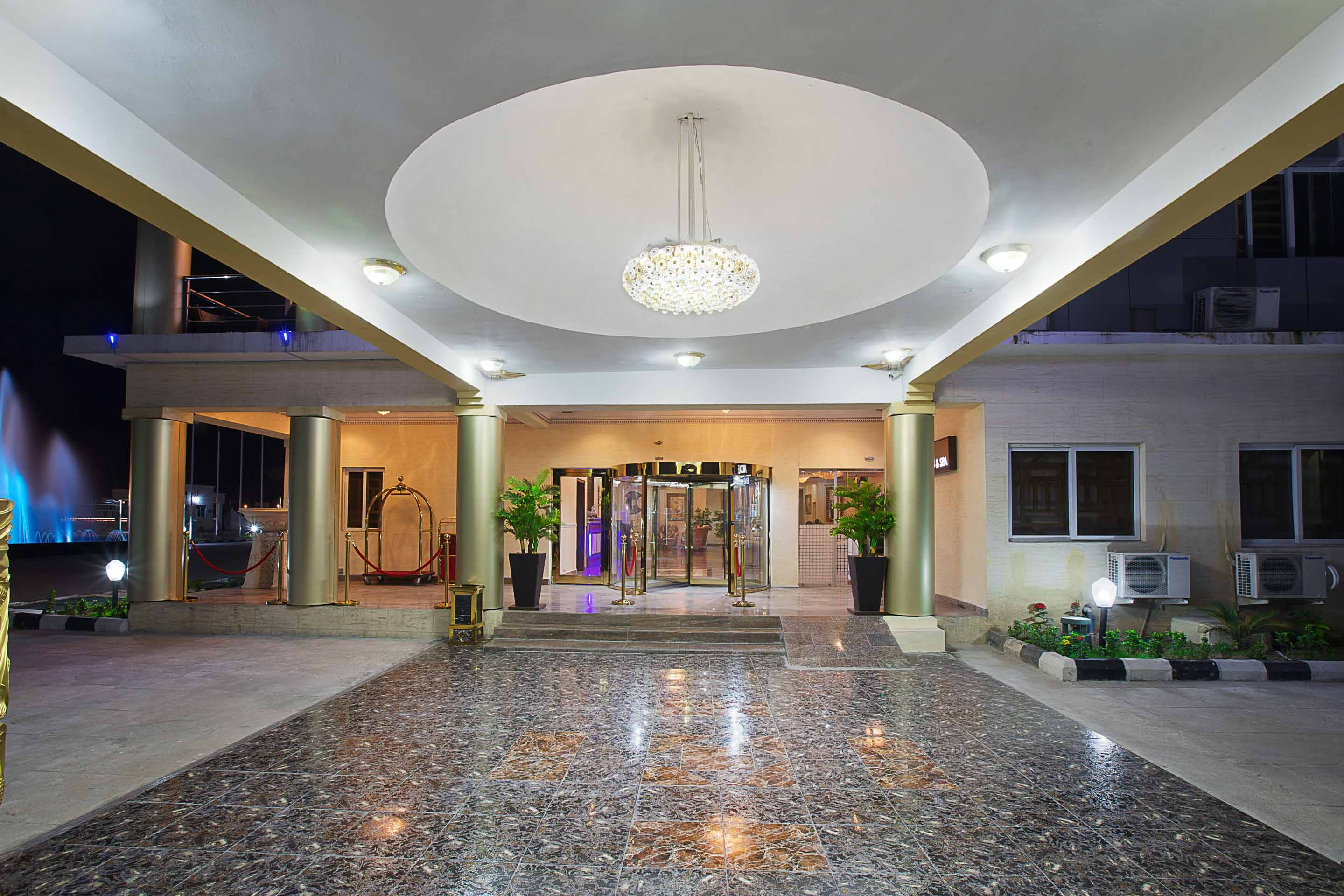 Aridolf Resort Wellness and Spa Grand Entrance