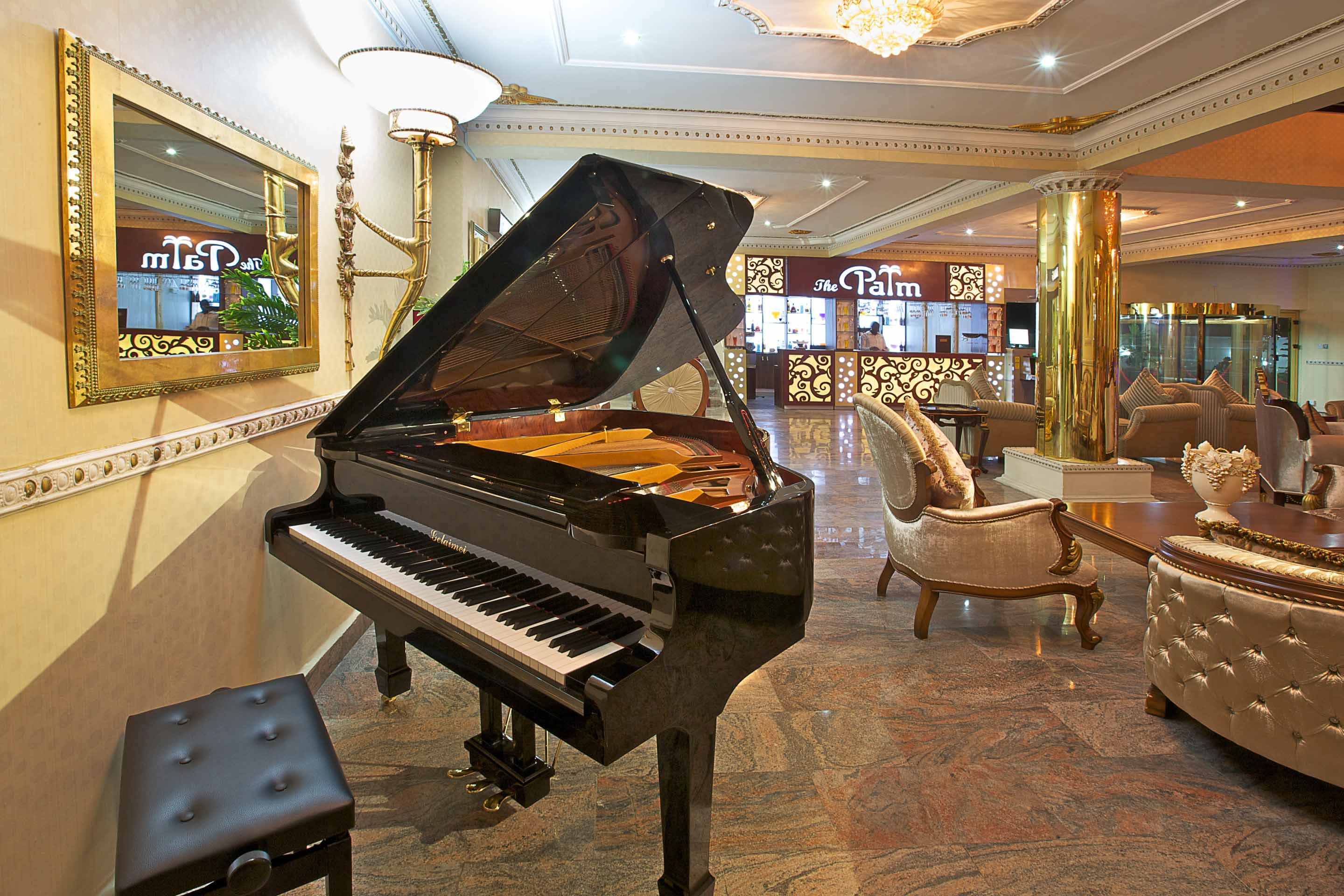 Aridolf Resort Wellness and Spa Piano Lounge