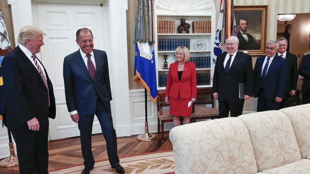 USA: Russian Photographer in Oval Office Raises Security ...